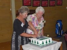 wyndham-centennial-cutting-the-cake